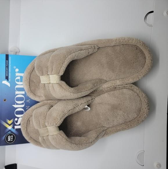 Isotoner Signature Women's Slippers Medium